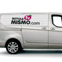 Vinilo microperforado para coches y furgonetas