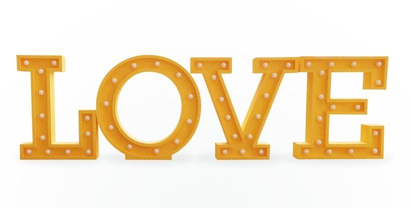 Letras LOVE gigantes con luz