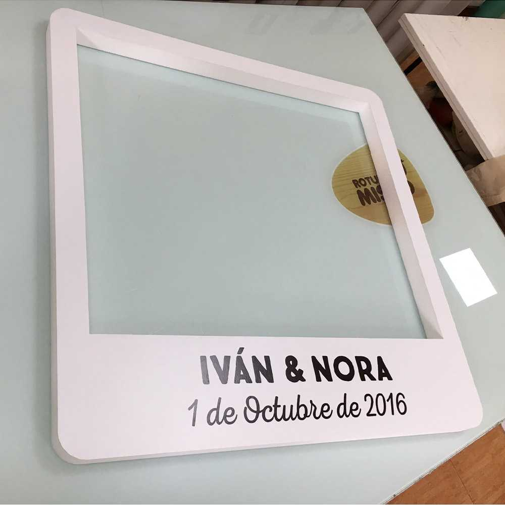 Plancha de metacrilato de 3mm rotulada para Rotulo Luminoso