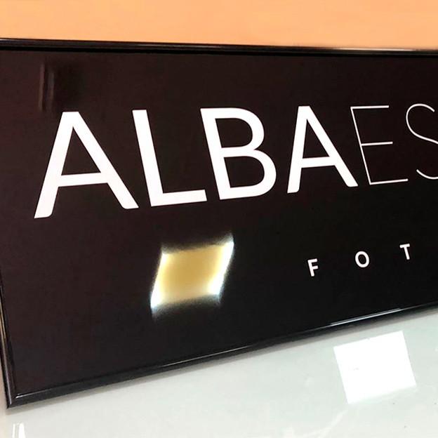 Cartel sin Luz enmarcado para Alba Escalante Fotografía