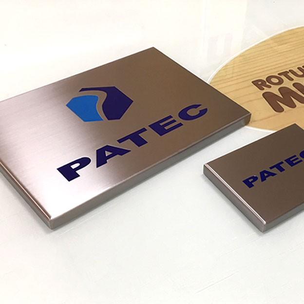 Fabricación de placa de acero en 2 tamaños para empresa de industria ganadera ubicada en Cáceres.