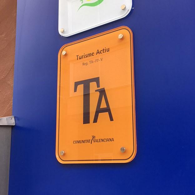 Placa de turismo activo homologada para empresa situada en Valencia